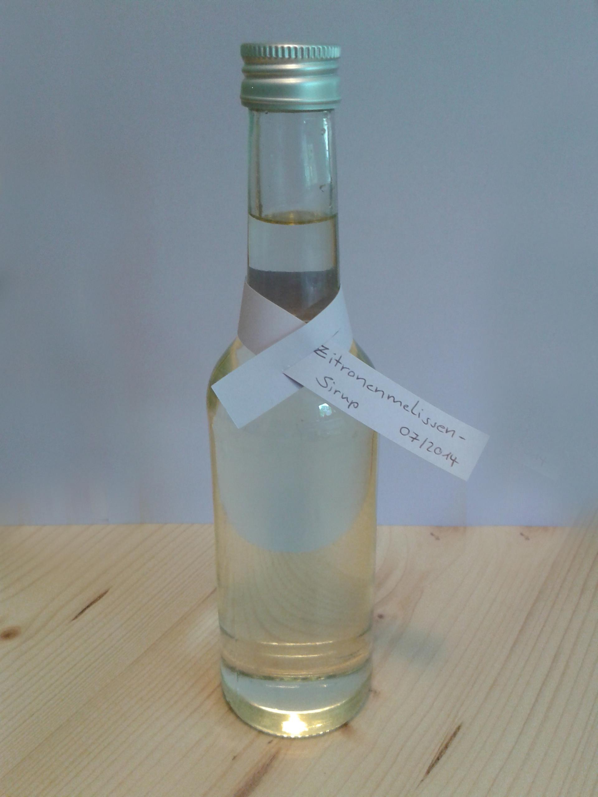 Erfrischender Zitronenmelissen-Sirup