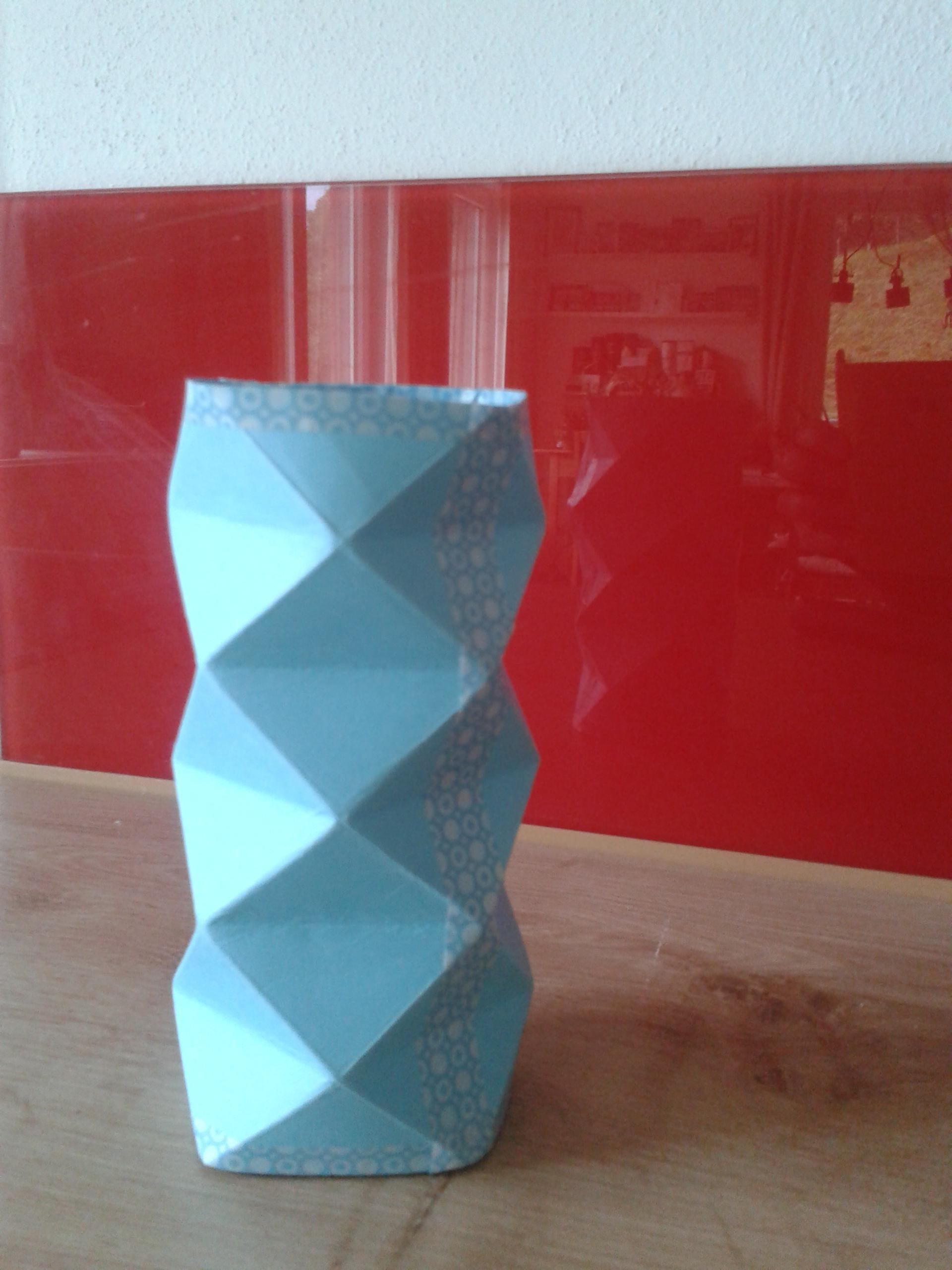 """Faltige"" Vase ohne Blume… ;-)"
