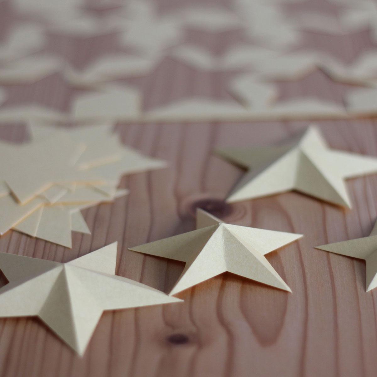 Sterne ausschneiden, falten, fertig!
