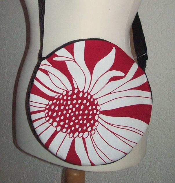 runde-blumige-Tasche