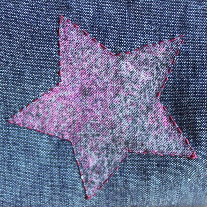 Kulturtasche mit aufgemaltem und umrandeten Stern