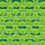 Muster: grüne Kleeblätter auf grün