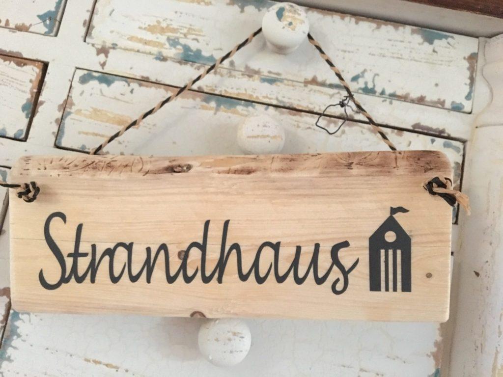 Stranshaus-Schild von Kirsten