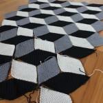 Geometriche Häkeldecke mit 3D-Effekt… mein September-Zwischenstand