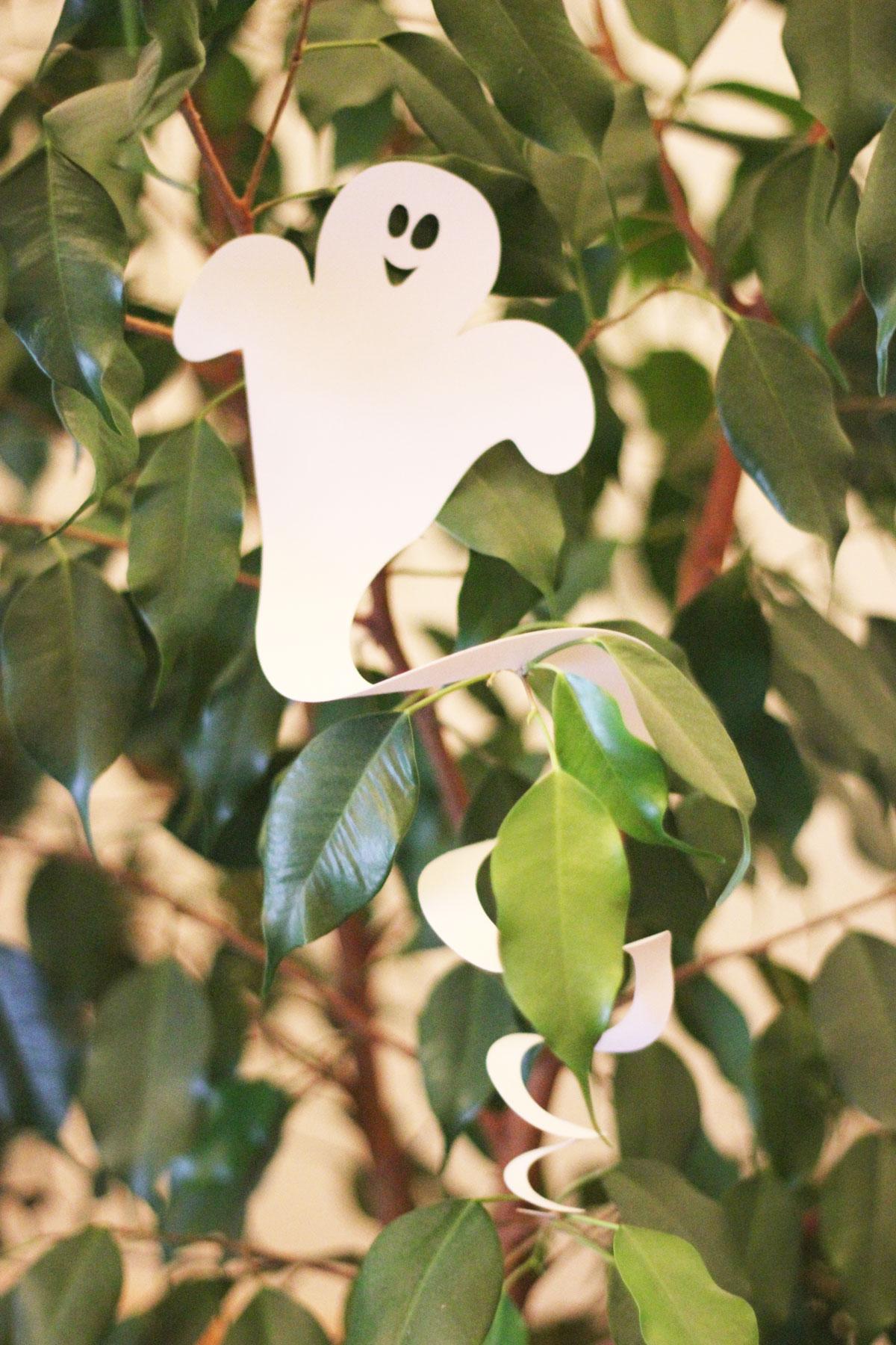 Halloween-Geister-Spiralen Bastelvorlage & Plotter-Freebie