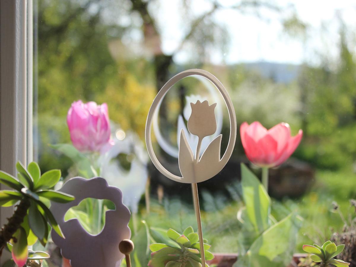 Blick aus unserem Küchenfester - geplottete Blumenstecker