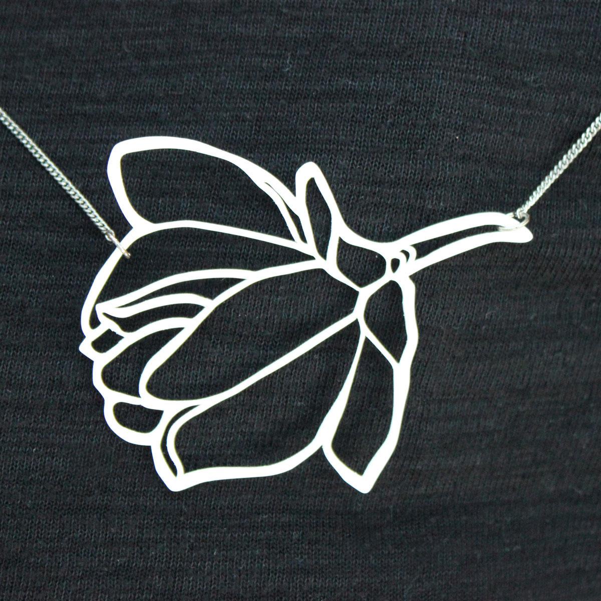 Geplottete Halskette aus Schrumpffolie