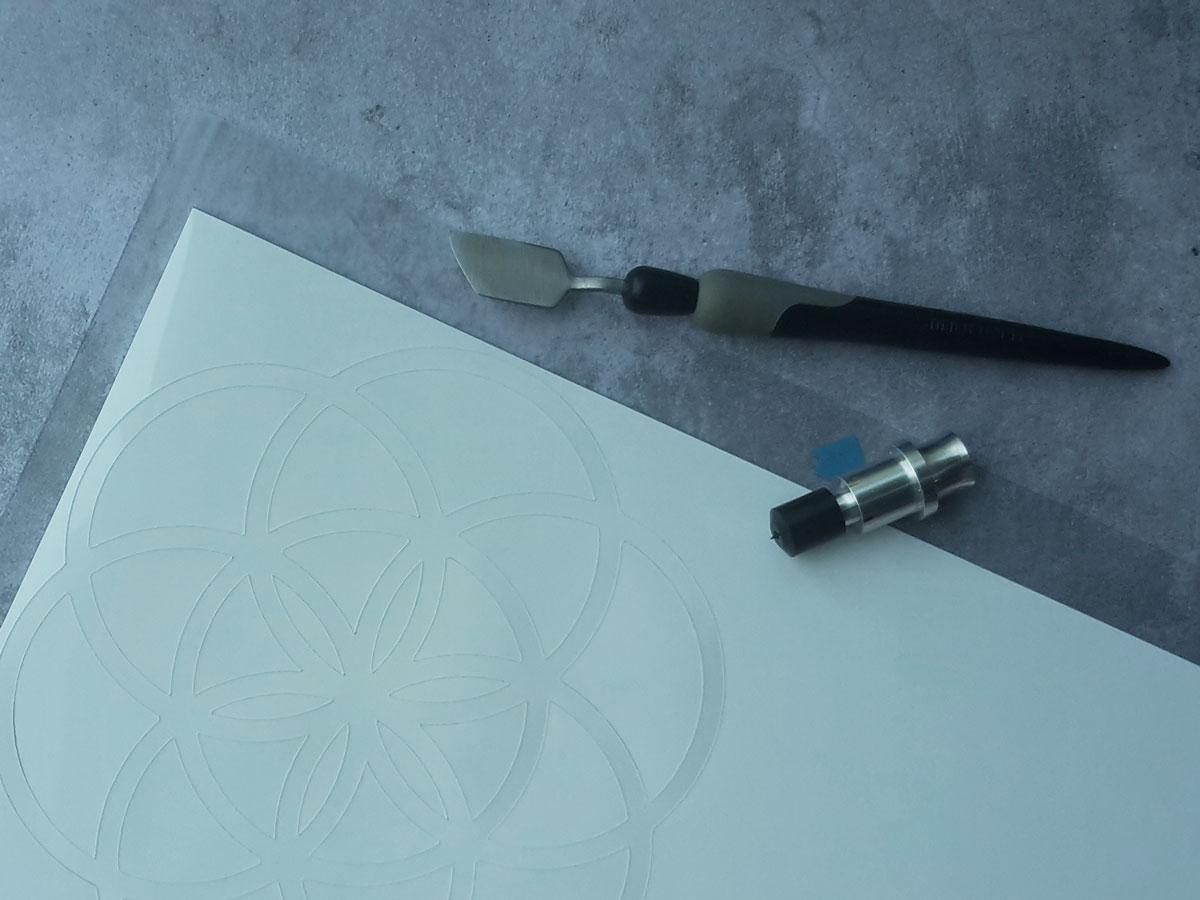 Zum Plotten von dickerem Material wie z.B. Schrumpffolie verwende ich ein Messer mit 60° Winkel.