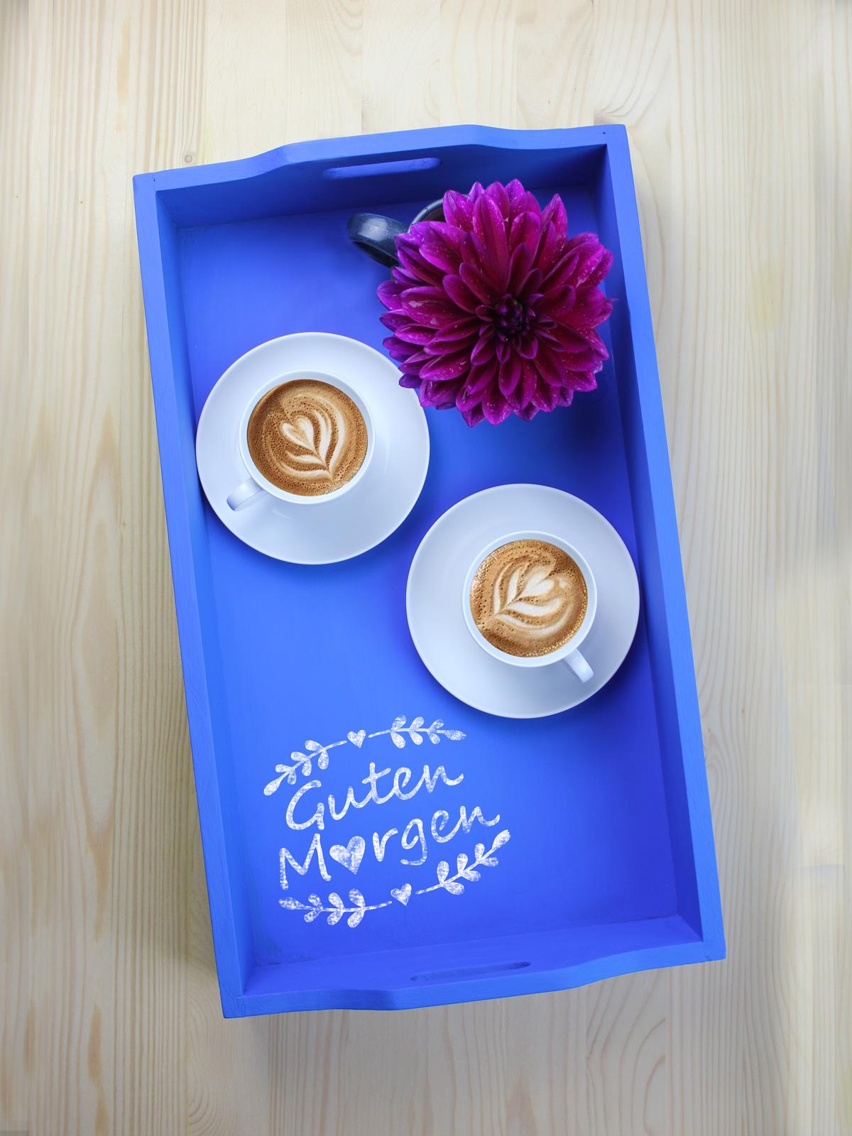 Guten-Morgen-Herzen mit Kreide auf Schultafellack - das perfekte Frühstück-am-Bett-Tablett!