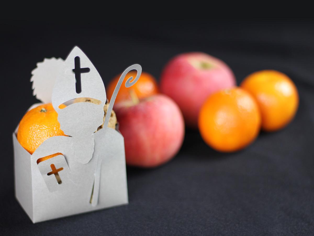 Die Nikolausboxen haben Platz für Kekse, Mandarinen und Nüsse.