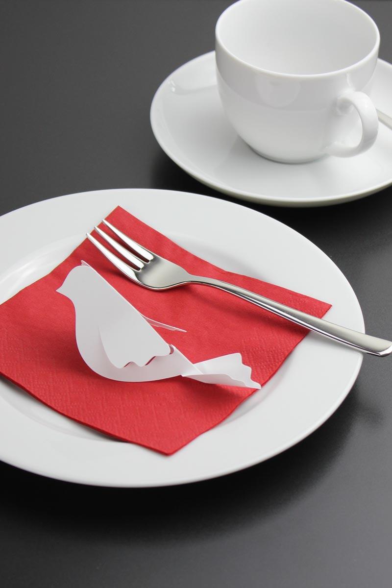 Friedenstaube als Tischdekoration zur Kommunion
