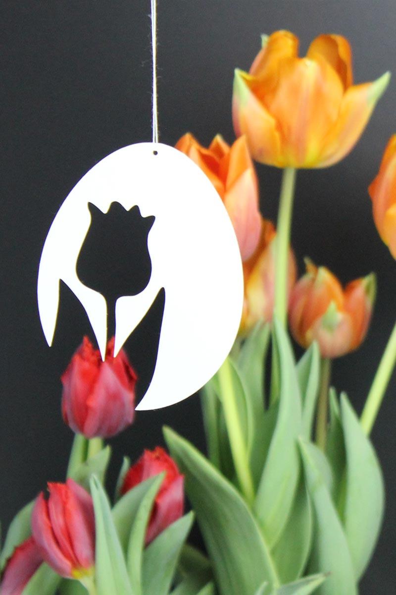 Schnelle & schlichte Osterdekoration aus Papier: Tulpe