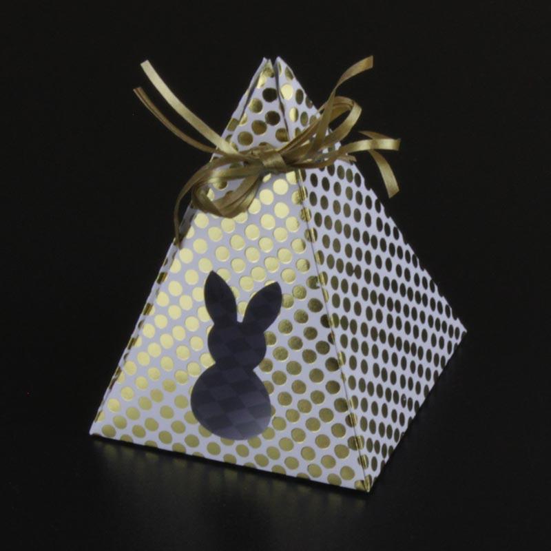 Passend zu Ostern: die Pyramiden-Geschenkverpackung mit Osterhase