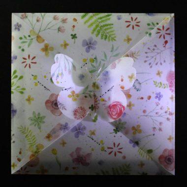Briefumschlag basteln - Bastelvorlage & Plotterfreebie für Briefumschlag mit Schmetterlings-Verschluss