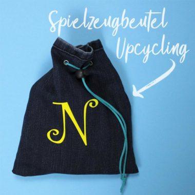 Jeans Upcycling: Spielzeugbeutel mit geplottetem Monogramm