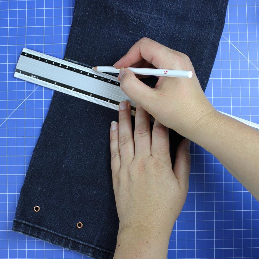 Jeans Upcycling: Spielzeugbeutel nähen - Schritt 4: Höhe festlegen und zuschneiden