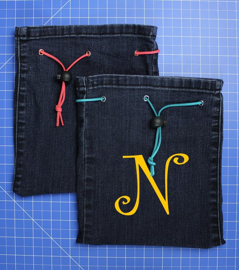 Jeans Upcycling: Spielzeugbeutel nähen - Schritt 8: Monogramm auf Flockfolie plotten und aufbügeln