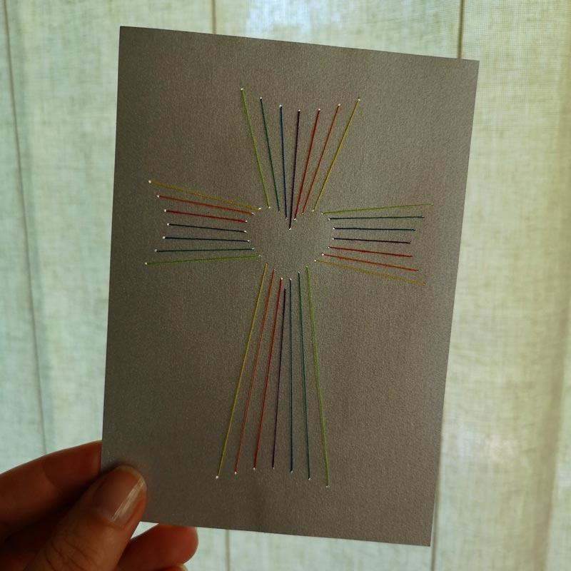 Fadengrafik Kreuz mit Herz - Bastelvorlage & Plotterfreebie für Trauerkarte