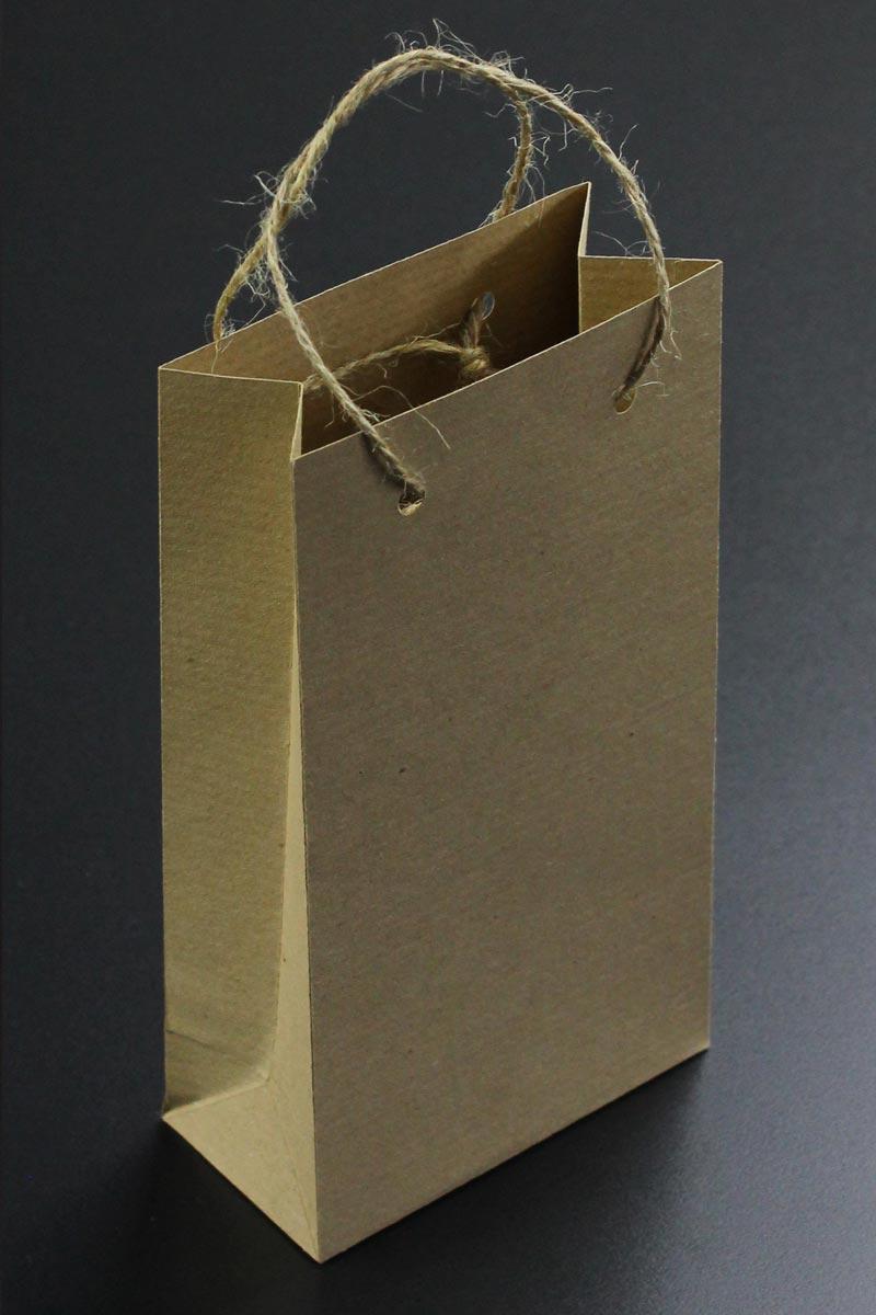 Gastgeschenk: selbst gebastelte Papiertüte