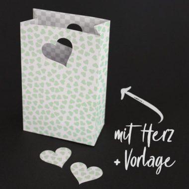 Geschenk-Papiertüte basteln - mit Bastelvorlage & Plotterfreebie