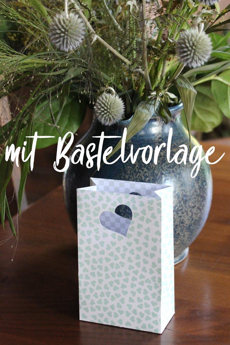 Geschenktüte basteln - mit Bastelvorlage & Plotterfreebie