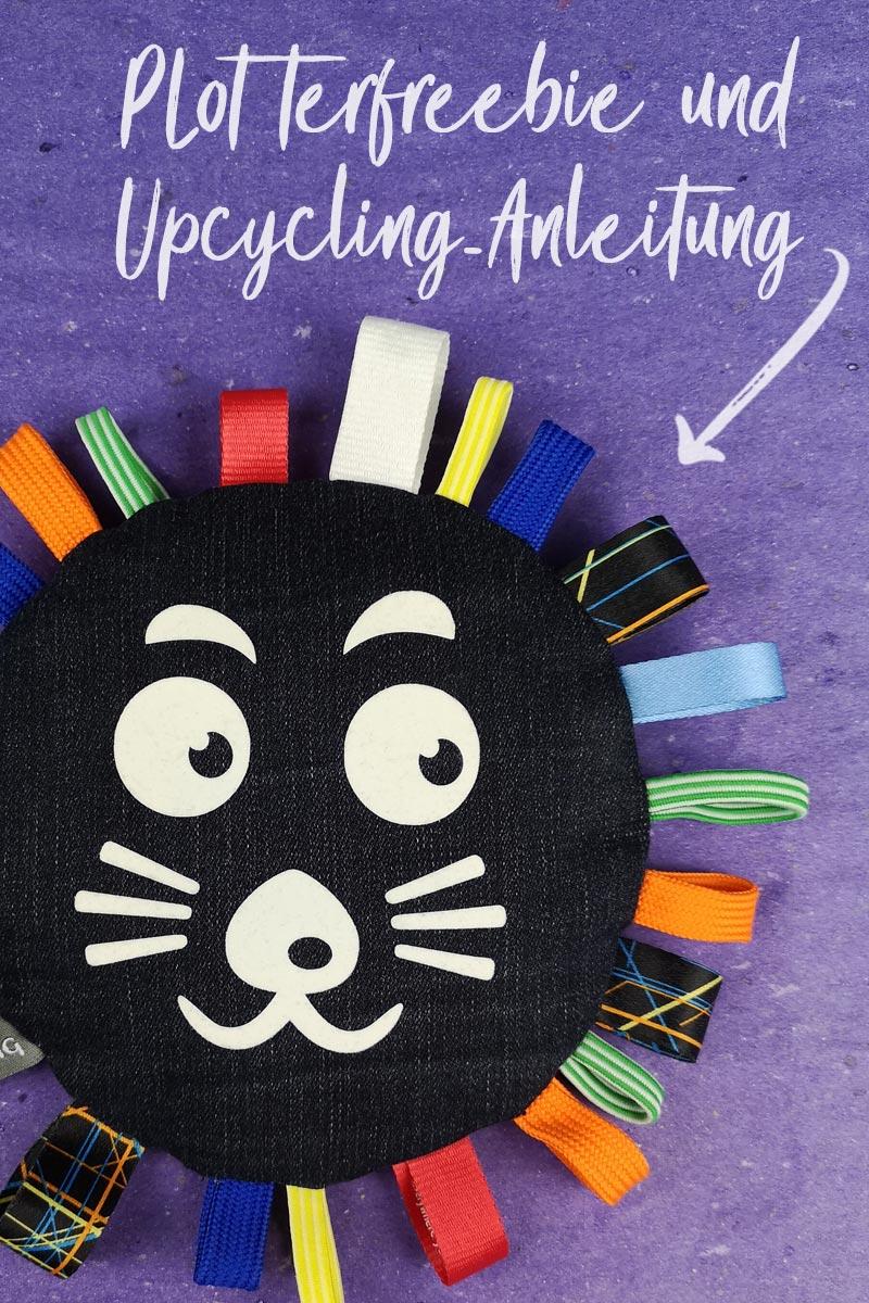 Upcycling Babyrassel aus Jeans & Schlüsselbändern - mit Plotterfreebie für Hund-Katze-Maus-Löwen-Gesicht