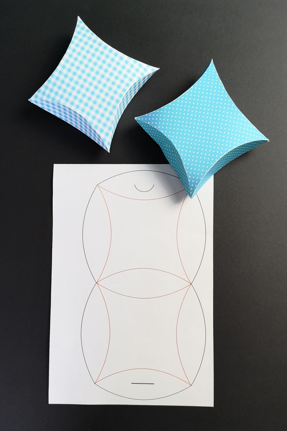 Plotterfreebie Geschenkverpackung Pillow-Box
