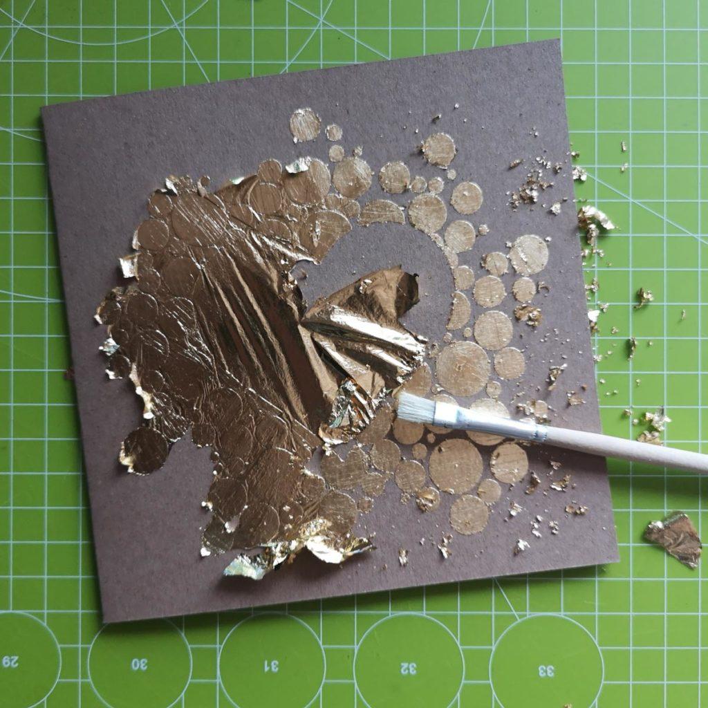 Glückwunschkarte mit Blattgold belegen